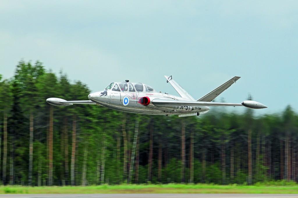 Rintasen ottama kuva Fouga Magister FM-51:n ohilennosta Turku Air Show'ssa vuonna 2011.
