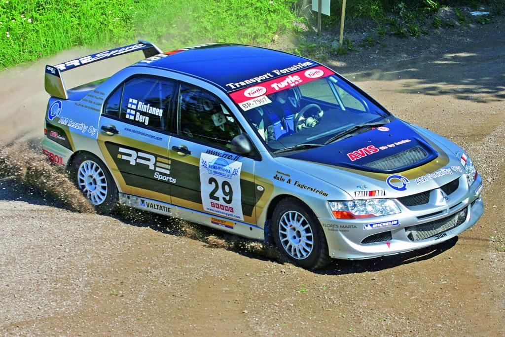 Marko Rintanen Keski-Uusimaa SM-rallissa 2007, autona Mitsubishi Lancer Evo 8. Kuva: Tommi Jalava