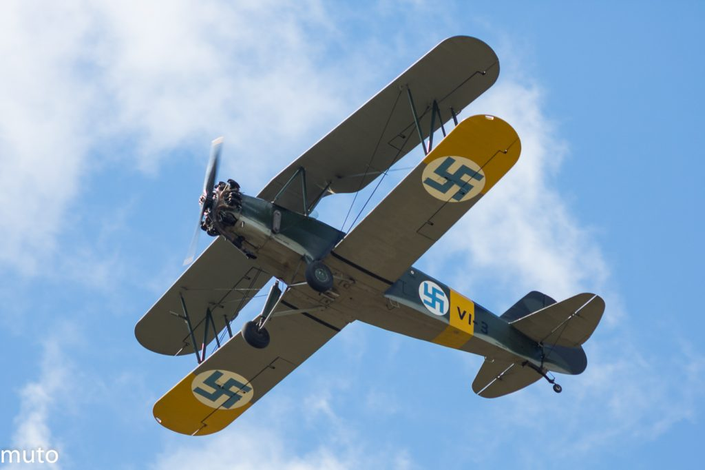Phil Lawton lentää vuonna 1939 valmistunutta VL Viima II -konettaan (VL-3) Jämi Fly In & Airshow 2016 -lentonäytöksessä heinäkuussa 2016.