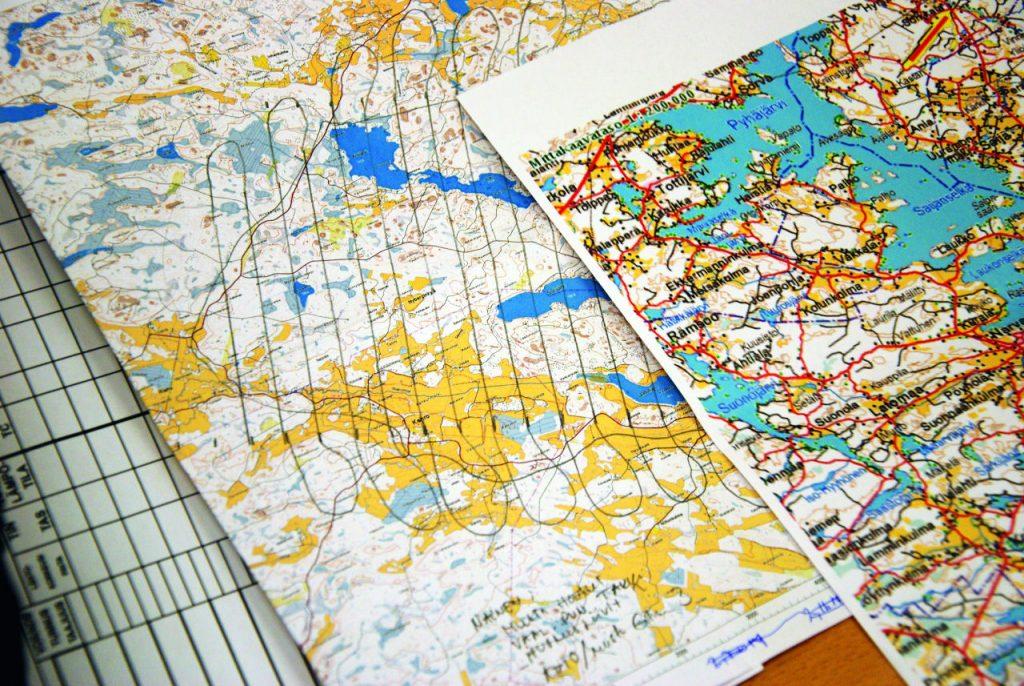 Karttaan piirretty yhdensuuntaisetsintämenetelmä.