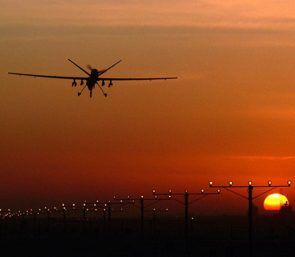 Royal Air Forcen MQ-9 Reaper laskeutuu Kandaharin lentokentälle Afganistanissa. Yksi sen ilmasta maahan -ohjuksista on laukaistu lennolla. Kuva: Crown Copyright 2016. Siivet 4/2016.