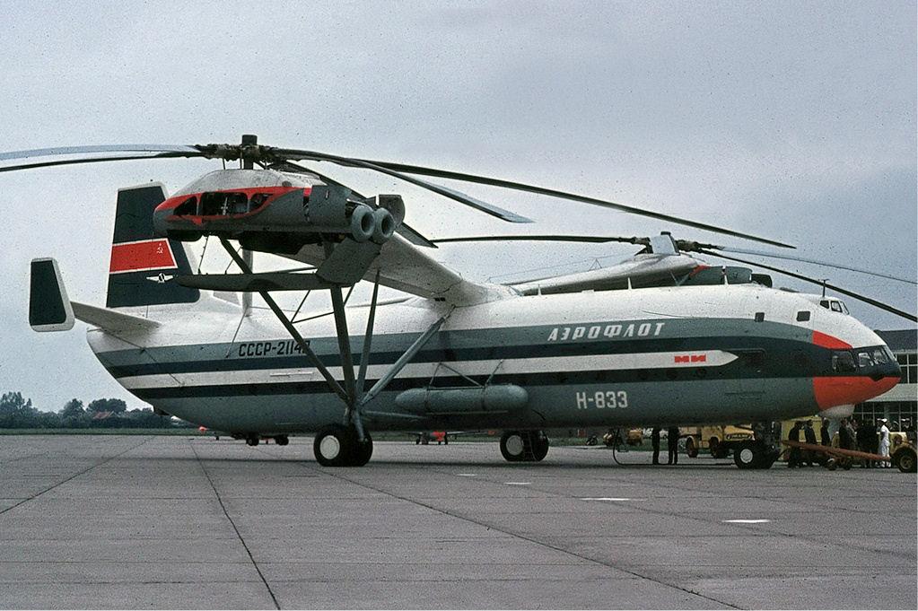 Maailman suurin helikopteri on – totta kai – neuvostoliittolainen. Aeroflotin tunnuksilla lännessä lentänyt jättivatkain suunniteltiin alkujaan kuljettamaan mannertenvälisiä ydinohjuksia. Kuva: Groningen Airport. Siivet 4/2016.
