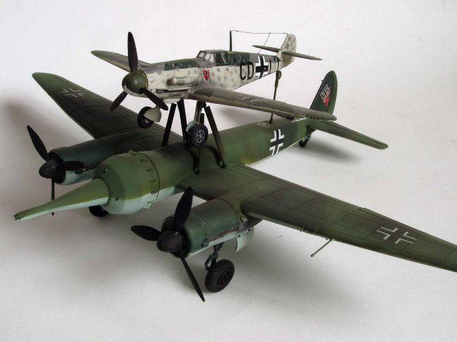Toisen maailmansodan lennokkisotaa. Vanhentuneet tai käytöstä poistetut pommikoneet saivat vielä yhden mahdollisuuden viimeiseen valkyyriamaiseen sotalentoon Mistel-yhdistelmän pommina. Messerschmitt 109 + Junkers 88. Siivet 2/2016.
